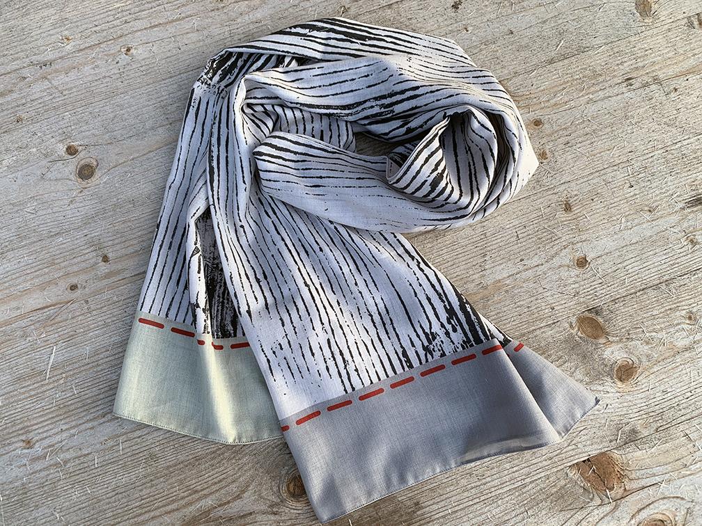 Musselin-Schal von TEXTILTAKTIL in neutralen Farbtönen